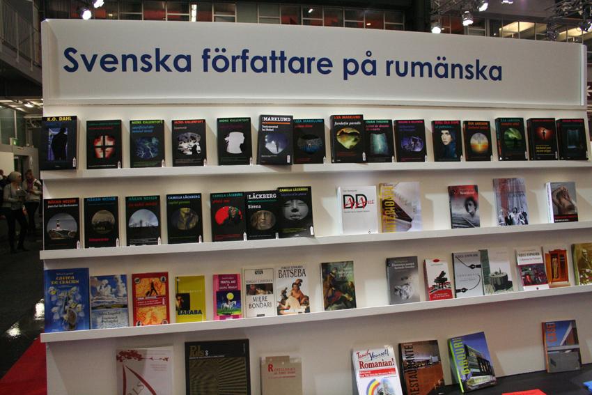 Impresionanta colecţie de autori nordici apăruţi la Trei. Autori de Crime. Din nou din nefericire autorii români din acelaşi gen, traduşi sau nu, străluceau prin absenţă. Se va corecta la anul – ni s-a promis.