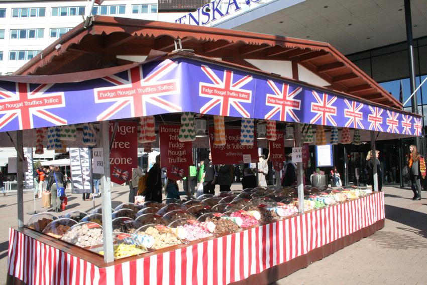 Şi la ieşire vă bucuraţi de un dulce… britanic.